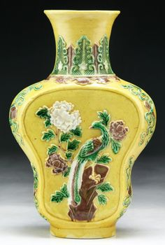 Chinese Antique Famille Verte Yellow Glazed Porcelain Vase: of Mid-Qing Dynasty; Size: H: 8-1/2""
