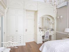Garderoba w sypialni wykonana przez AKAN Hand Made Furniture #wood #solidwood #bedfurniture #bed #bedideas #bedidea #bedmanufacturer #białełóżko #drewno #litedrewno #łóżkorozkładane #łóżkowścianie #ukrytełóżko #łóżkowsypialni #sypialnia #garderoba #szafa #białaszafa #białagarderoba