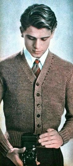 Vintage men's knitwear, 1950 Looks like Lord John Grey 50s Style Men, Mens 50s Style Clothing, 1950s Fashion Menswear, Men Fashion, Fashion Ideas, Fashion Suits, Trendy Fashion, Look Retro, Vintage Mode