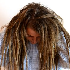 you want to try a more loose look when it comes to dreadlocks it's possible to jut dread parts of your hair. Here is a pic of showing her hair with mixed loose hair and dreads. Loose Dreads, Half Dreads, Partial Dreads, Natural Dreads, Wedge Hairstyles, Sleek Hairstyles, Dreadlock Hairstyles, Pretty Hairstyles, Short Hair Dont Care