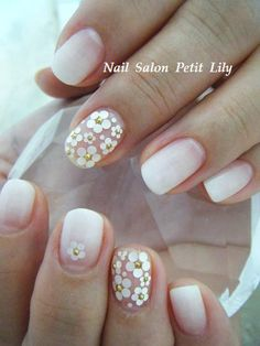 Unha com transparência e nail art. Flores brancas. Clear (or transparent) nail art. White flowers.