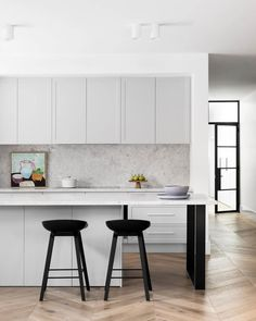 Keeping the lightness flowing through the home, Haymes Smoky Silhouette brings a subtle warmth to the homes central gathering area ✨… Interior Desing, Home Interior, Interior Design Kitchen, Interior Architecture, Interior Decorating, Interior Stylist, Open Plan Kitchen, New Kitchen, Kitchen Decor