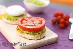 Bruschette cu avocado, cu rosii si oua posate, oua ochiuri romanesti, mic dejun sanatos si hranitor, micul dejun cu avocado