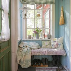 Inspiration from interior and exterior design. I select and post the interiors that make me want to live in that room. Shabby Chic Cottage, Cozy Cottage, Cottage Style, Cozy Corner, Cottage Interiors, My Dream Home, Small Spaces, Sweet Home, Room Decor