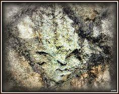 顔壁 The face on the stone wall