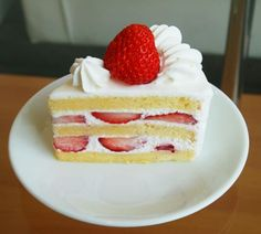 Easy Strawberry Shortcake recipe is perfect homemade dessert. This old fashioned Sweet Cake is fluffy, moist and very strawberry. C'mon can someone resist? Köstliche Desserts, Delicious Desserts, Dessert Recipes, Yummy Food, Breakfast Recipes, Japanese Strawberry Shortcake, Strawberry Shortcake Recipes, Strawberry Tart, Savoury Cake