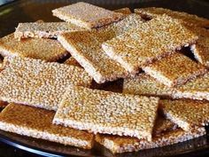 These will disappear very quickly. Hard Candy Recipes, Fudge Recipes, Baking Recipes, Vegan Recipes, Sesame Cookies, Honey Cookies, Pan Cookies, Sesame Seeds Recipes, Honey Candy