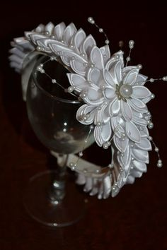 Wonderful Ribbon Embroidery Flowers by Hand Ideas. Enchanting Ribbon Embroidery Flowers by Hand Ideas. Diy Ribbon Flowers, Kanzashi Flowers, Ribbon Art, Satin Flowers, Ribbon Crafts, Flower Crafts, Ribbon Bows, Flowers In Hair, Fabric Flowers