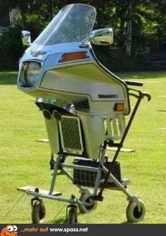 Rollator for bikers Image Facebook, Cool Pictures, Funny Pictures, Bmw Autos, Facebook Humor, Man Humor, Satire, Really Funny, Inventions