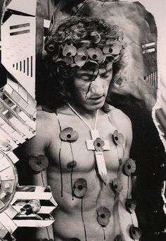 Roger Daltrey in Tommy movie depicted as Jesus Christ, victim of drugs. Roger Daltrey, Great Bands, Cool Bands, Top Drama, Ken Russell, Keith Moon, Flipper, Marcus Black, Shock And Awe