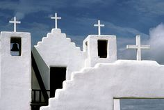 San Geronimo church at Taos Pueblo, New Mexico. I love the angles and colors of this church. Travel New Mexico, Taos New Mexico, New Mexico Usa, Tucson, Arizona, Taos Pueblo, Santa Fe Style, Old Churches, Catholic Churches