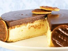 Torta holandesa Portuguese Desserts, Portuguese Recipes, Sweet Recipes, Cake Recipes, Dessert Recipes, Cheesecake, Just Desserts, Love Food, Sweet Treats
