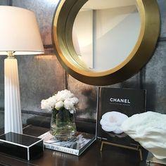 "281 Likes, 9 Comments - ELIZABETH METCALFE INTERIORS (@emdesigninc) on Instagram: ""Pretty vignette shot at our recent install. #emdesign . #emdesigninc #install #photo #interiors…"""