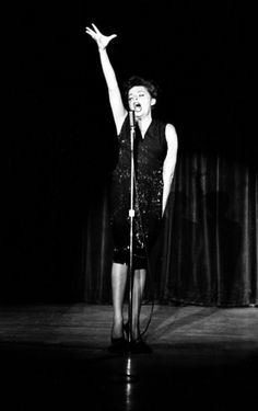 Still the best damn photo of Judy Garland I've seen (and, sister, I've seen a lot). At The Sahara, Las Vegas Judy Garland, Hollywood Glamour, Classic Hollywood, Old Hollywood, Hollywood Stars, Divas, Liza Minnelli, American Legend, Star Wars