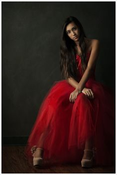 Ilana is from The Woodlands High School and is such a beautiful girl, all of her images are just gorgeous! We scheduled a late shoot and to ensure she had Photography Women, Photography Flowers, Senior Portraits Girl, Red Gowns, Ball Gowns, What To Wear, Tulle, Formal Dresses, Fine Art