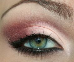 ES: MAC – trax & sketch…Sunset Sleek palette (soft reddish color)…Deborah - Trio Hi-Tech Eye Shadow - Truly Diva 2 (light pink color).  EL: Rimmel black