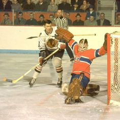Stan Mikita of the Blackhawks tries to sneak one past Charlie Hodge of the Canadiens. Blackhawks Hockey, Hockey Goalie, Hockey Games, Chicago Blackhawks, Ice Hockey, Montreal Canadiens, Hockey Hall Of Fame, Wayne Gretzky, Vancouver Canucks