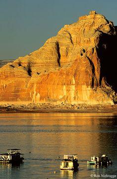 Houseboats on Lake Powell, Glen Canyon National Recreation Area, Page, Arizona, USA
