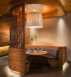 Wood Ceiling Panels, Acoustic Ceiling Panels, Wood Ceilings, Sushi Restaurants, Showcase Design, Restaurant Design, Interiores Design, Urban Design, Architecture Design