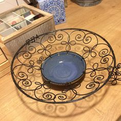 Wire Baskets, Wire Art, Dog Bowls, Weaving, Plates, Mobiles, Tableware, Crafts, Handmade