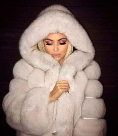 Real Fox Fur Coats 🌟 on X MAS SALE ✨ Many Colors and Styles available to shop with up to OFF ❗️ Link in Bio Free worldwide shipping 🌎 White Fur Coat, Fox Fur Coat, Fur Coats, Fur Fashion, Winter Fashion, Fashion Outfits, Ootd Fashion, Style Fashion, Holiday Fashion