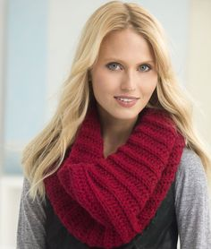 Get the FREE pattern for this gorgeous millbrook cowl! Everyone will have this crochet cowl on their wish list.