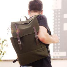 Mochila Masculina. Macho Moda - Blog de Moda Masculina: Mochila Masculina: Malmo apresenta sua Coleção Road de Backpacks. Backpack Masculina, Mochila Masculina em Verde Militar com Tiras de Couro.