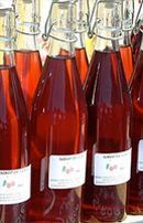 Liqueur de cerises - Expolore the best and the special ideas about Liqueurs Fruity Cocktails, Non Alcoholic Drinks, Cocktail Drinks, Cherry Liqueur, Drink Signs, Party Food And Drinks, Fruit Snacks, Vegetable Drinks, Signature Cocktail