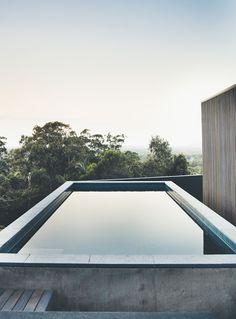 Inventive Sliding Screens Create an Adaptable Home on Queensland's Sunshine Coast