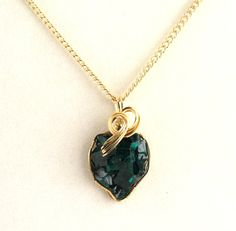 Dioptase Pendant. Listing by Ptcreationsjewelry on Etsy