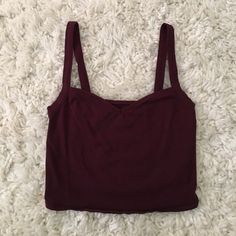 Maroon crop top Maroon/burgundy crop top with sweetheart neckline for flattering fit! Worn once to a tailgate on game day! Kimchi Blue Tops