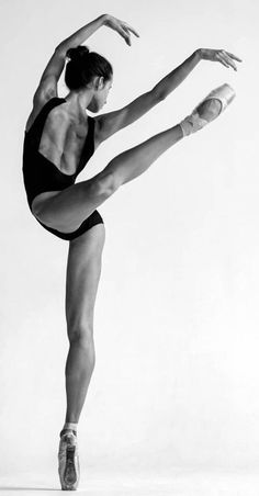 Super ideas for modern art photography dance poses Ballet Pictures, Dance Pictures, Dance Picture Poses, Ballet Art, Ballet Dancers, Ballerinas, Dance Aesthetic, Yoga Kunst, Drawing Body Poses