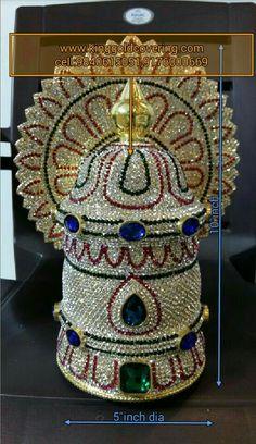 Radha Krishna out fits Lakshmi Statue, Swami Samarth, Lord Balaji, Lakshmi Images, Jewelry Design Drawing, Goddess Lakshmi, Crown Royal, Stone Work, Temple Jewellery