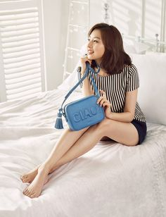 Kim Ji Won Endorses Ravenova Handbags! Two Piece Long Dress, Two Piece Outfit, Korean Actresses, Korean Actors, Korean Beauty, Asian Beauty, Han Ji Won, Korean Fashion, Trendy Fashion
