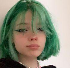 Short Green Hair, Girl Short Hair, Cut My Hair, Hair Cuts, Hair Inspo, Hair Inspiration, Medium Hair Styles, Short Hair Styles, Estilo Indie
