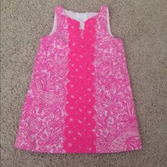 Lilly Pulitzer pink dress size 18 months Lilly Pulitzer pink dress size 18 months never worn but washed once. Cute gold zipper detail and pineapple pull, comes with white bloomers. Lilly Pulitzer Dresses Mini