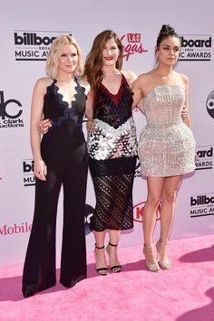 Kristen Bell, Kathryn Hahn e Mila Kunis no Billboard Music Awards (Foto: AFP)