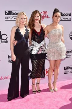 Kristen Bell, Kathryn Hahn e Mila Kunis no Billboard Music Awards (Foto: AFP)