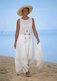 Linen summer outfit for women :natural white linen tunic with sarouel skirt Looks Linen Tunic, Linen Skirt, White Harem Pants, Vetements Clothing, Boho Fashion, Fashion Outfits, Fashion Over 50, Summer Outfits, Summer Clothes