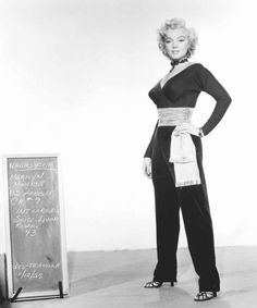 "1953, TESTS costumes and hairstyles for the film ""Gentlemen prefer blondes"" by Howard HAWKS (part 5)."