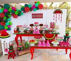 Adoro esse tema, sempre alegre e colorido: festa Melancia por @cuorefestas  #kikidsparty . #melancia #watermelon #kikidsmelancia #festamelancia #watermelonparty #festamenina #girlsparty #decoracaofesta #aniversario #aniversarioinfantil #kidsbirthday #festainfantil #