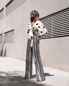 Palazzo Pants Outfit For Work. 14 Budget Palazzo Pant Outfits for Work You Should Try. Palazzo pants for fall casual and boho print. Street Style Blog, Street Style Summer, Cool Outfits, Casual Outfits, Fashion Outfits, Palazzo Pants, Office Outfits, Aesthetic Fashion, Pants Outfit