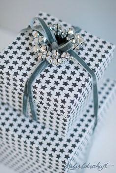 Jingle Bells Bow...velvet ribbon...star wrapping <3