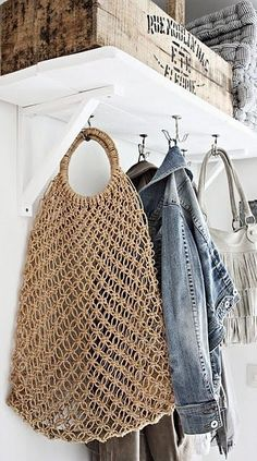 I want to make a shopping bag like that - it's just simple macramé.Clever hooks to utilize space better.Hooks under shelves create hanging spacesSimple shelving with bottom hooks - laundry room or mud roomAttractive Mudroom and Entryway Ideas, Farmhouse Macrame Bag, Mode Outfits, Handmade Home Decor, Classy Women, Home Organization, Summer Time, Summer Bags, Purses, Decoration