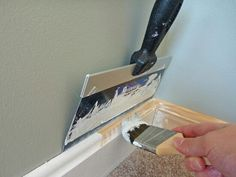 10 Great Painting Tips. Make house painting a little bit easier and more successful with these clever painting tips and tricks. Make house painting a little bit easier and more successful with these clever painting tips and tricks Life Hacks, House Hacks, Great Paintings, Digital Paintings, Indian Paintings, Tips & Tricks, Home Repairs, Do It Yourself Home, Diy Home Improvement