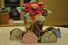 Brigadeiros DaLou e vasinho de patchwork floral: doçura e delicadeza para a mamãe!