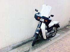 Classic.[#scooter / #oldschoolfashion / #vintage / #shinsaibashi / #osaka / #kansai / #japan / #nippon / #2015 / #速克達 / #摩托車 / #機車 / #經典時尚 / #復古 / #復古美學 / #心斎橋 / #心齋橋 / #日本 / #大阪 / #関西]