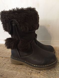 2af860e8867ab0 Girls Fashion Boots Youth Size 5 Target brand Brown fur fuzzy winter shoes  with buttons.