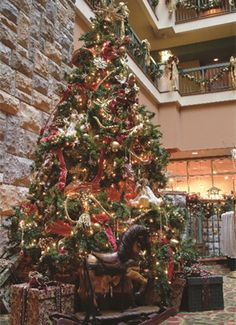Chateau on the Lake Resort at Christmas #Branson