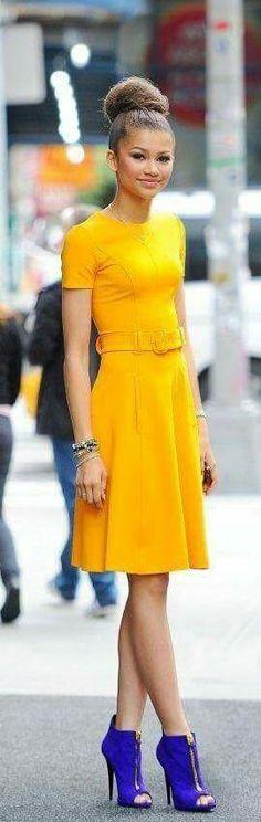 Vestido amarelo comportado - composição color block Zendaya